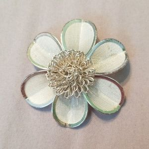 Jewelry - Flower brooch
